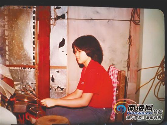 麦英小时候就喜欢上海南传统器乐。麦英提供