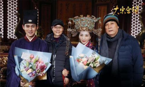 李少红(左二)和主演 图片来源:《大宋宫词》微博截图