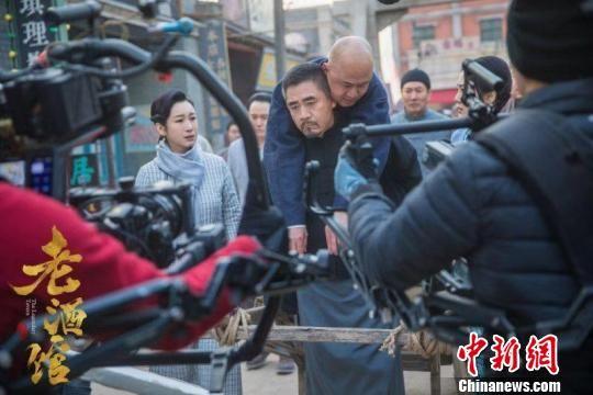 探班电视剧《老酒馆》:陈宝国洒泪 牛犇寒天赤脚