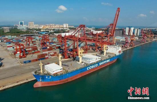 资料图:海南洋浦港。 骆云飞 摄