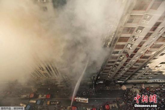 当地时间3月28日,孟加拉国首都达卡一大楼发生火灾。
