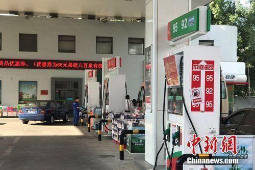�Y料�D:北京市北苑路上中石化一加油站。 中新�W 程春雨 �z