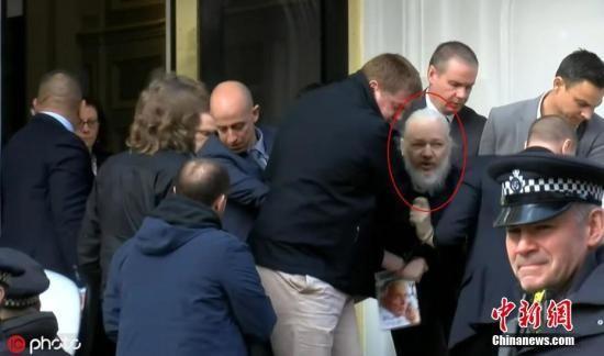 资料图:当地时间4月11日,英国警方逮捕了维基解密创始人阿桑奇。图片来源:东方IC 版权作品 请勿转载