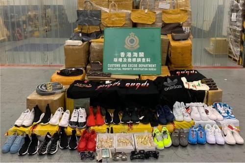 香港海关在联合行动中检获的部分疑似冒牌货。图片来源:香港特区政府新闻网