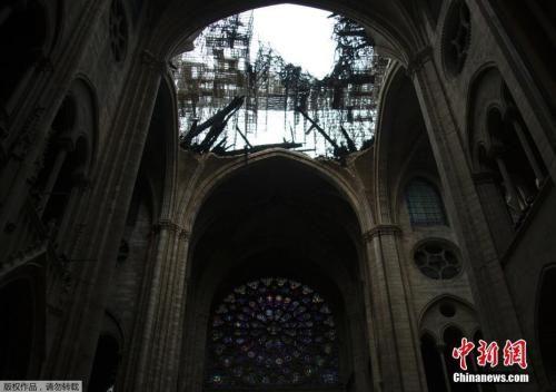 巴黎圣母院火灾后画面。