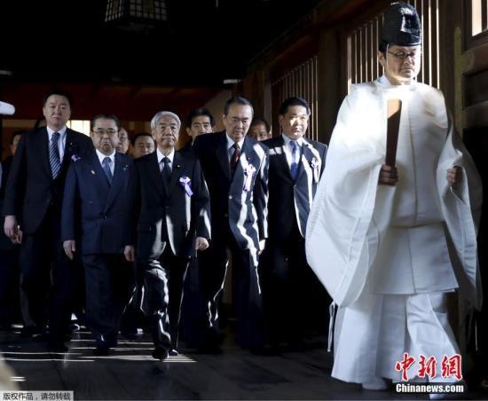 资料图:日本议员参拜靖国神社。