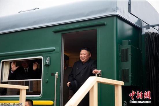 当地时间4月24日,朝鲜最高领导人金正恩乘坐的专列穿过俄朝边界进入俄罗斯境内,并停靠在哈桑火车站。