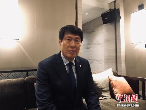 低调、谦逊是如今的车范根给人留下的第一印象。中新网记者 王禹 摄