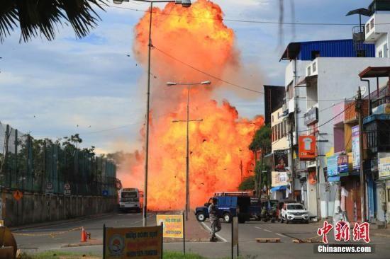 当地时间2019年4月22日据外媒报道称,斯里兰卡又发生一起爆炸案。这是斯里兰卡自21日以来发生的第九起爆炸案。 图片来源:东方IC 版权作品 请勿转载