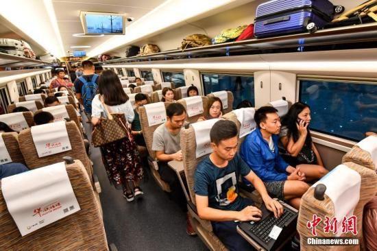 资料图:广深港高铁列车。中新社记者 陈骥�F 摄