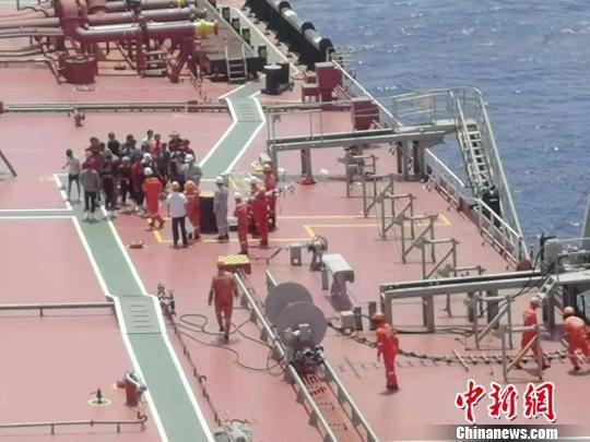 海南渔船南沙遇险 海南一渔船在南沙海域遇险沉没