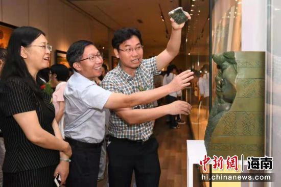 图为展览现场。海南省文联供图