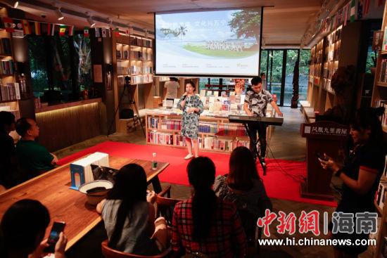 凤凰九里书屋举办民谣表演。刘洋摄