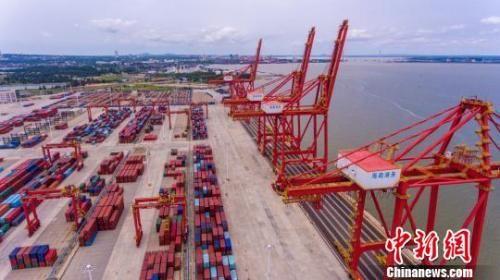 资料图:航拍码头港口。骆云飞 摄