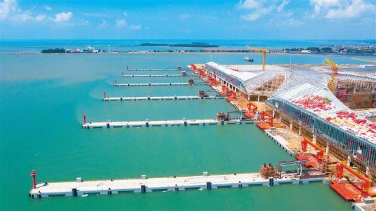 10月9日,俯瞰广东湛江徐闻南山港已经完工的客货滚装泊位。 见习记者 李天平 摄