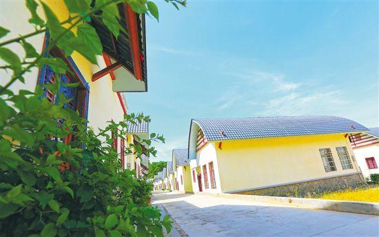 琼中营根镇朝参村得益于整村推进政策,村庄变得越来越漂亮。 通讯员 林学健 摄