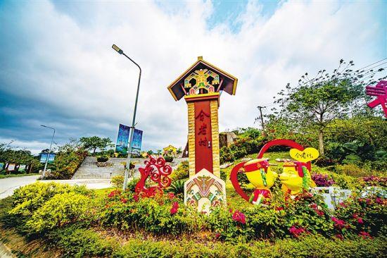 琼中红毛镇合老村进行旅游化改造,发展乡村旅游产业。 李幸璜 摄