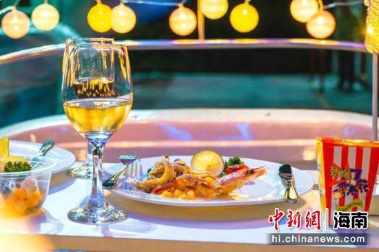 陵水南湾猴岛缆车星空餐吧美食。陵水南湾猴岛供图