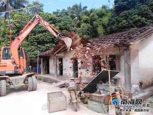 元门村拆危旧房现场。