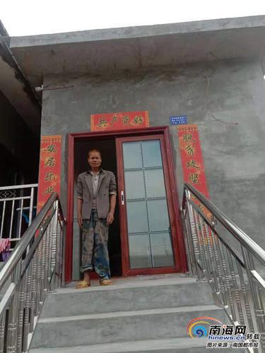 村里最后完成危房改造的贫困户住进了新房。