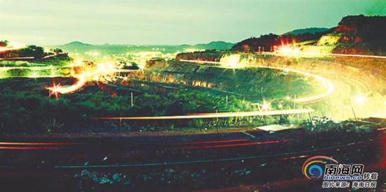 流光溢彩的昌江石碌矿山。 王仁好 摄流光溢彩的昌江石碌矿山。 王仁好 摄
