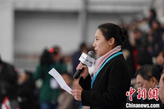 中国滑冰协会主席李琰在开幕仪式上。组委会供图