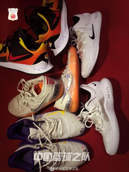 女篮姑娘们的球鞋。(图片来源:中国篮球之队官方微博)