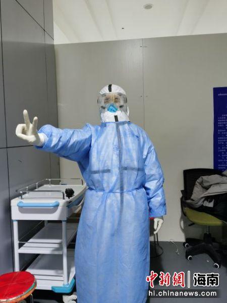 廖保丹在江汉方舱医院。海医二院供图