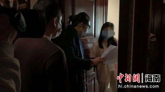 2月7日,海口龙华区健康管理服务中心139名集中留观对象解除留观,开心回家。 刘伟 供图