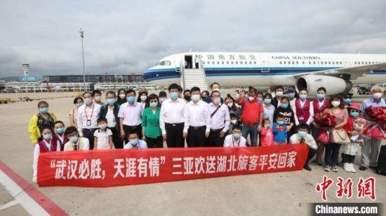 三亚在机场举行送行仪式。 杨惠至 摄