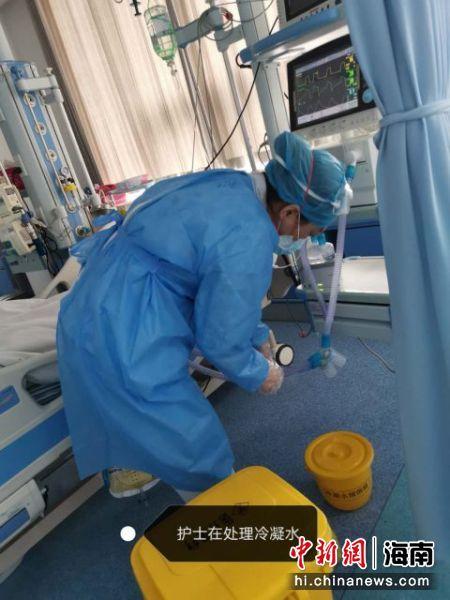 周有泠正在工作。海口市人民医院供图