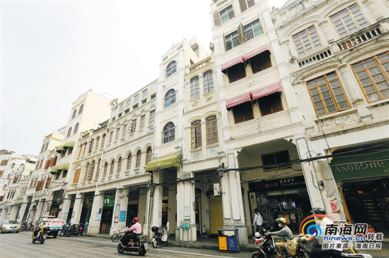 位于海口新华北路的大众书店旧址,如今已是一家服装店。海南日报记者 苏晓杰 摄