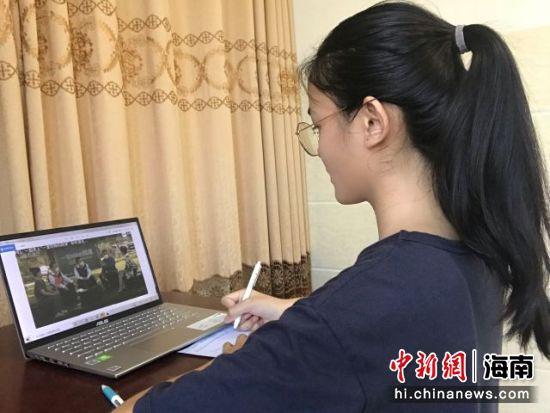 """海南师范大学师生同上""""一场特殊的网课""""。韩茂清 摄"""