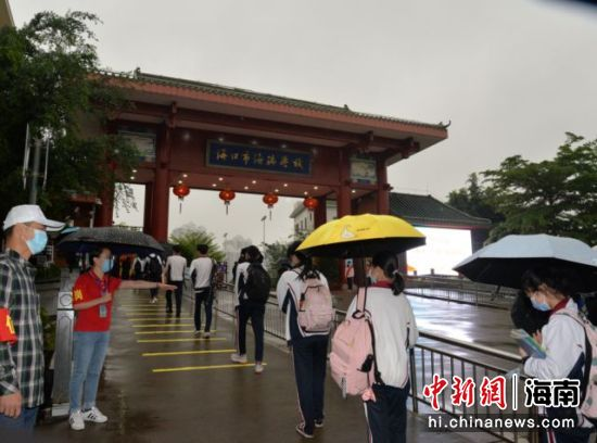 4月7日,龙华区辖区内27所学校初三、高三全部顺利开学复课。刘伟 供图