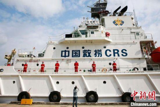 """""""南海救117""""轮是一艘大功率海洋救助船。 记者王晓斌 摄"""