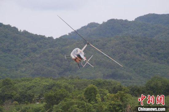 直升机飞行表演。凌楠 摄