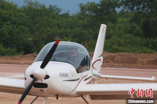 阿若拉固定翼飞机。凌楠摄