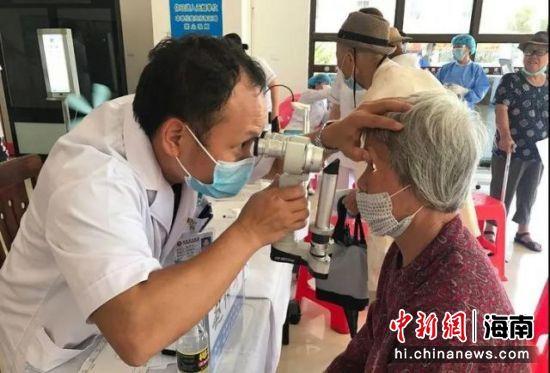 图为义诊现场。图片来源:海南省中医院
