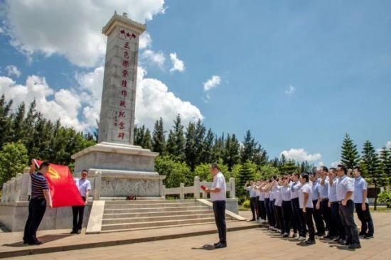 重温入党誓词宣誓仪式。图片来源:海建集团