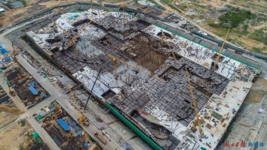 9月18日,位于海口西海岸的海口国际免税城项目正在加快建设中。海口日报记者 康登淋 摄