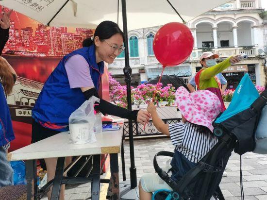 海口龙华区志愿者开展公益假期志愿服务活动。龙华区委宣传部供图