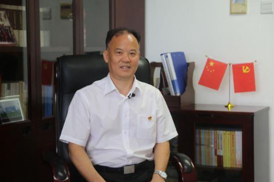 海南省委组织部副部长、省委两新组织工委书记吴慕君接受人民网专访。孟凡盛摄