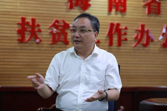 海南省扶贫工作办公室党组书记、主任孟励接受人民网专访。孟凡盛摄