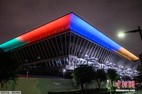当地时间2020年7月23日,日本东京,东京奥运会倒计时一周年,多个建筑亮起奥运五环色灯光。