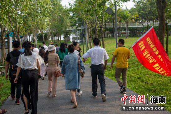 媒体采风活动走进海口美舍河凤翔湿地公园。凌楠 摄
