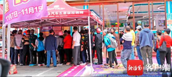 电器城在双十一宣传高于网价全额赔款,吸引了不少消费者。记者 汪承贤 摄