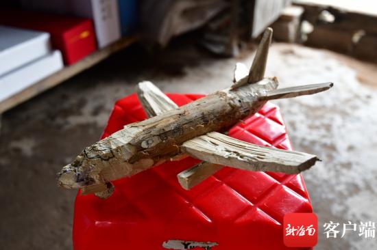 鹏鹏自己手工制作的模型。记者 陈卫东摄