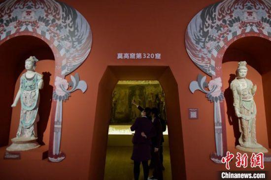 本次展览中为观众呈现莫高窟第320窟复制洞窟。 骆云飞 摄