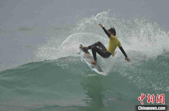 2020全国冲浪锦标赛万宁开幕 近400名运动员角逐