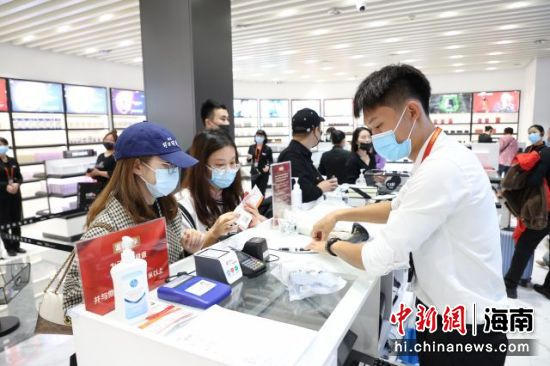12月30日,三亚凤凰国际机场免税店正式开业。匡文庭供图